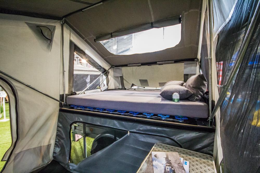 campwerk zeltanhaenger innen4. Black Bedroom Furniture Sets. Home Design Ideas