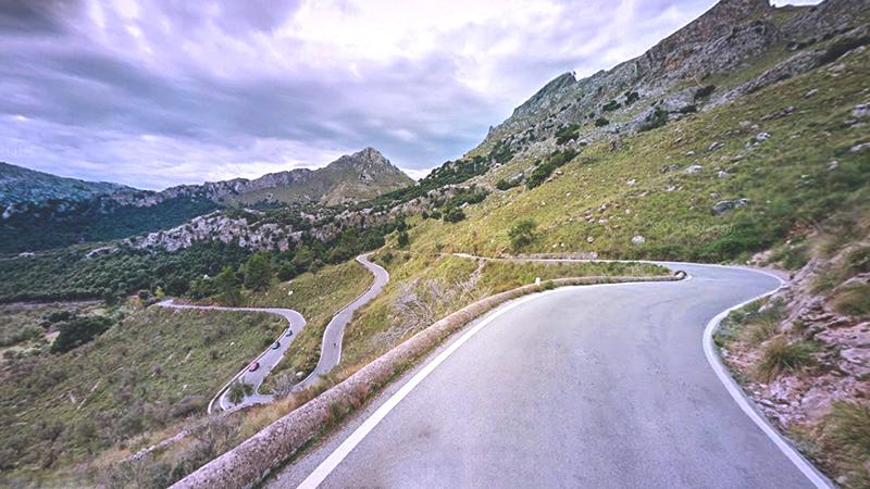 7 spanische Landstraßen, die den Weg zum Ziel machen