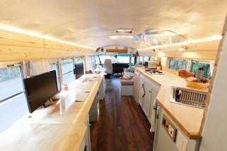 skoolies 16 umgebaute schulbusse zum staunen und bewundern. Black Bedroom Furniture Sets. Home Design Ideas