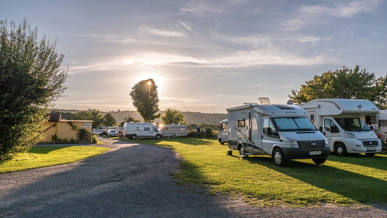 Checkliste: Fit für die Campingsaison – Wohnwagen & Wohnmobil für die Reise vorbereiten