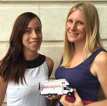 Yescapa Wohnmobil privat mieten - Mitarbeiterinnen Laura und Harriet