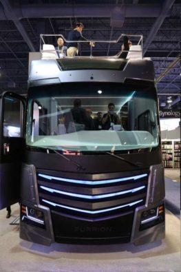 Super Luxus Wohnmobil Mit Whirlpool Und Heli Landeplatz