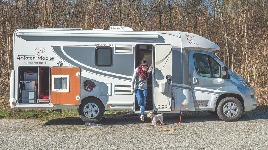 Campingurlaub mit Hund im speziell ausgebauten Dog-Liner-Wohnmobil