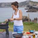 Rezepte für den Camping-Grill: Saftiger Ziegenkäse-Burger auf dem Safari Chef