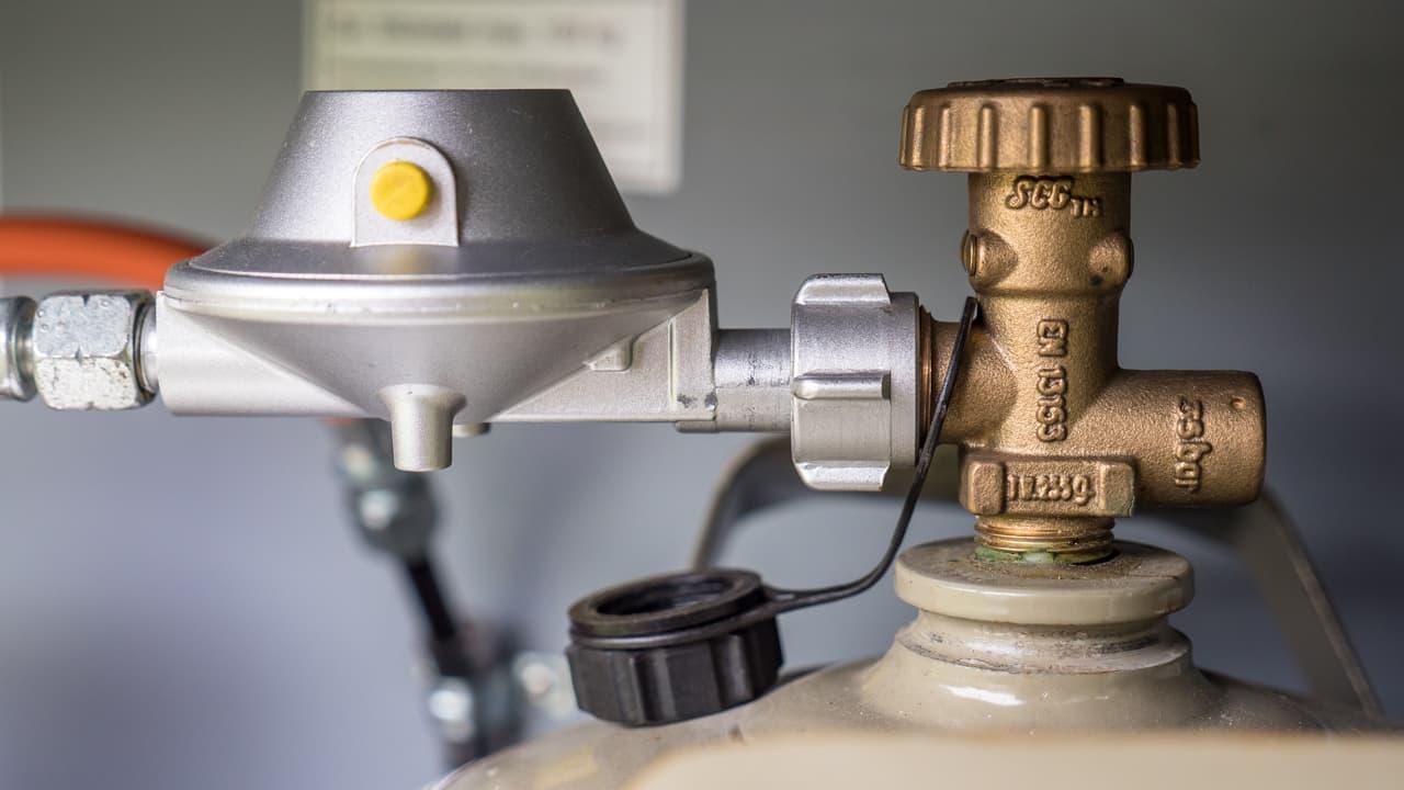 Druckminderer und Gasschlauch