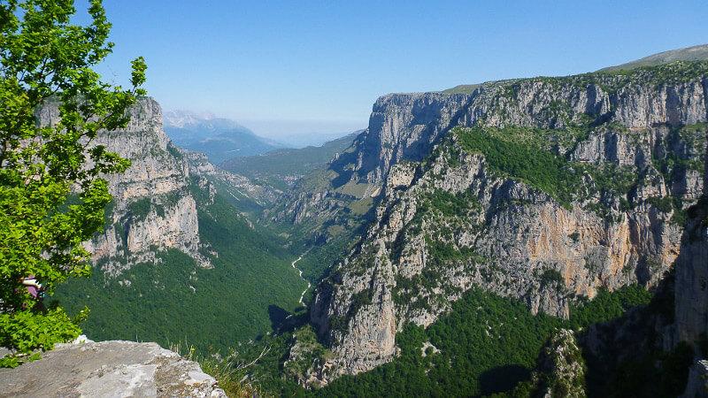 Wandern in der Vikos Schlucht, Griechenland