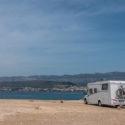 Wohnmobil oder Wohnwagen mieten: Welche Versicherungen brauche ich?