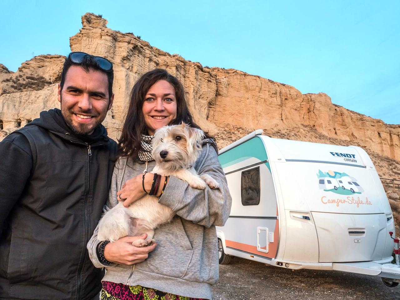 Leben und arbeiten unterwegs im Wohnwagen - Nele und Jalil tun das seit 2 Jahren