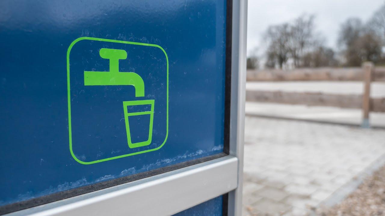 Ein Zeichen für eine Wasserquelle wo Wasser im Wohnmobil aufgefuellt werden kann