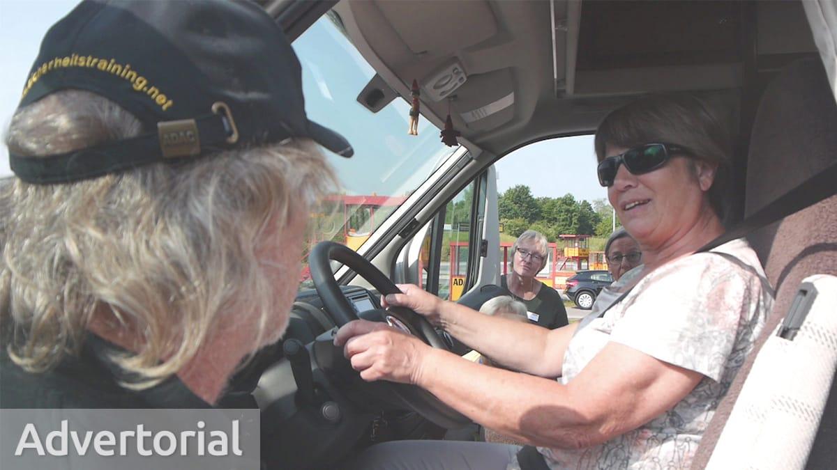 Frau am Steuer vom Wohnmobil beim AL-KO Ladies Drive