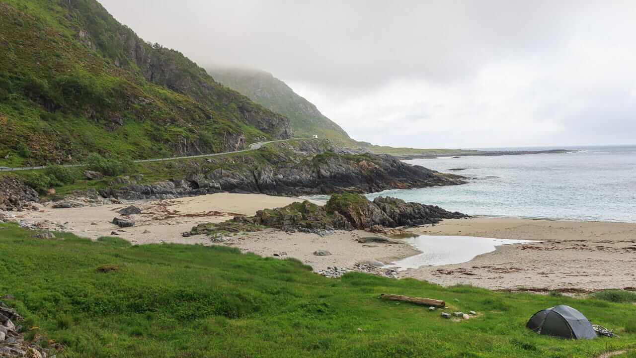 Ein Zelt Beim Wildcamping In Norwegen Am Meer