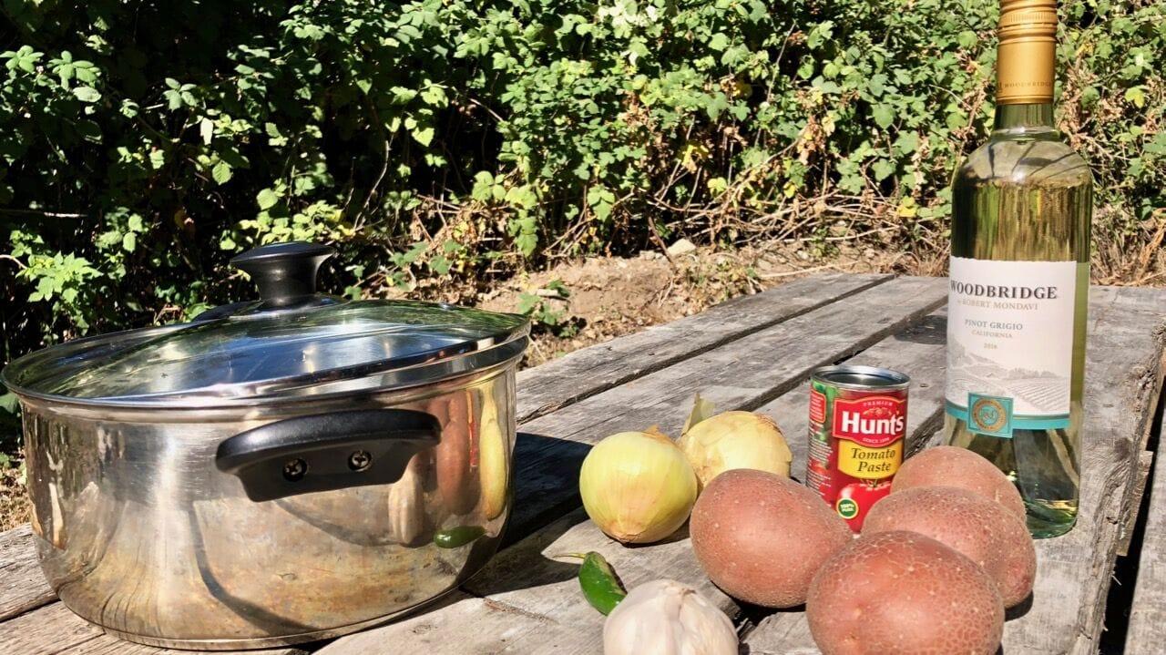 Kartoffelgulasch ein leckeres Rezept fuer die Campingkueche