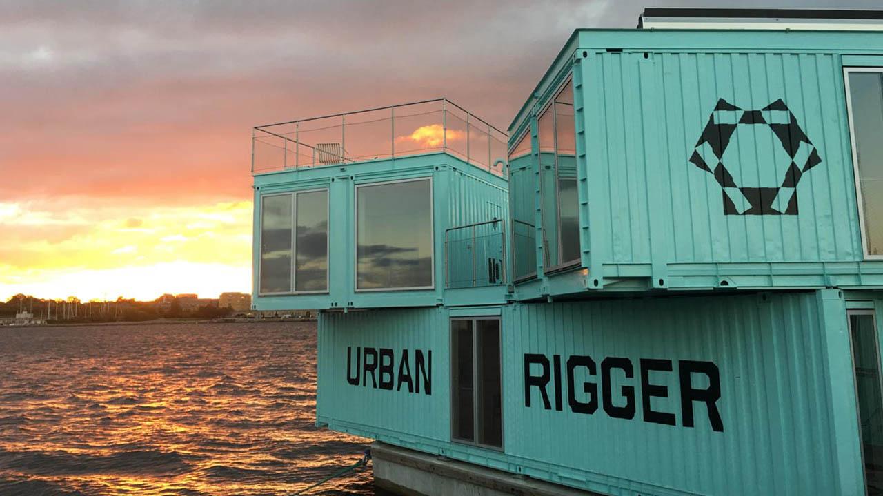 URBAN RIGGER – Ein schwimmendes Containerdorf mit Grillplatz