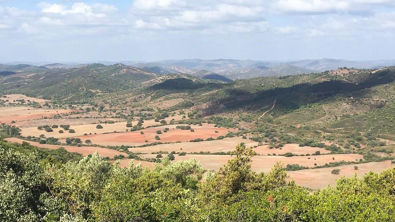 Eine tolle Aussicht auf die Landschaft beim Camping in Portugal