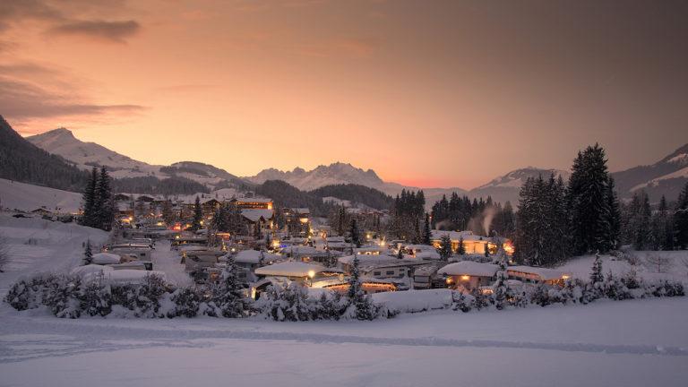Wintercamping - hier: Das Tirol Camp Fieberbrunn im Schnee