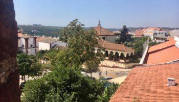 Blick auf historische Bauten im Camping Reiseziel Algarve