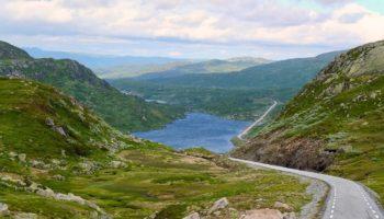 Eine traumhafte Landschaft in Norwegen einem Reiseziel fuer Camper