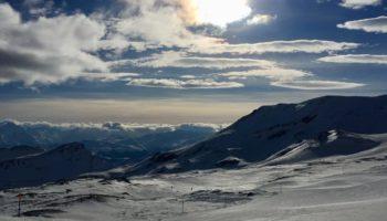 Ein Camping Reiseziel mit Blick auf die Berge