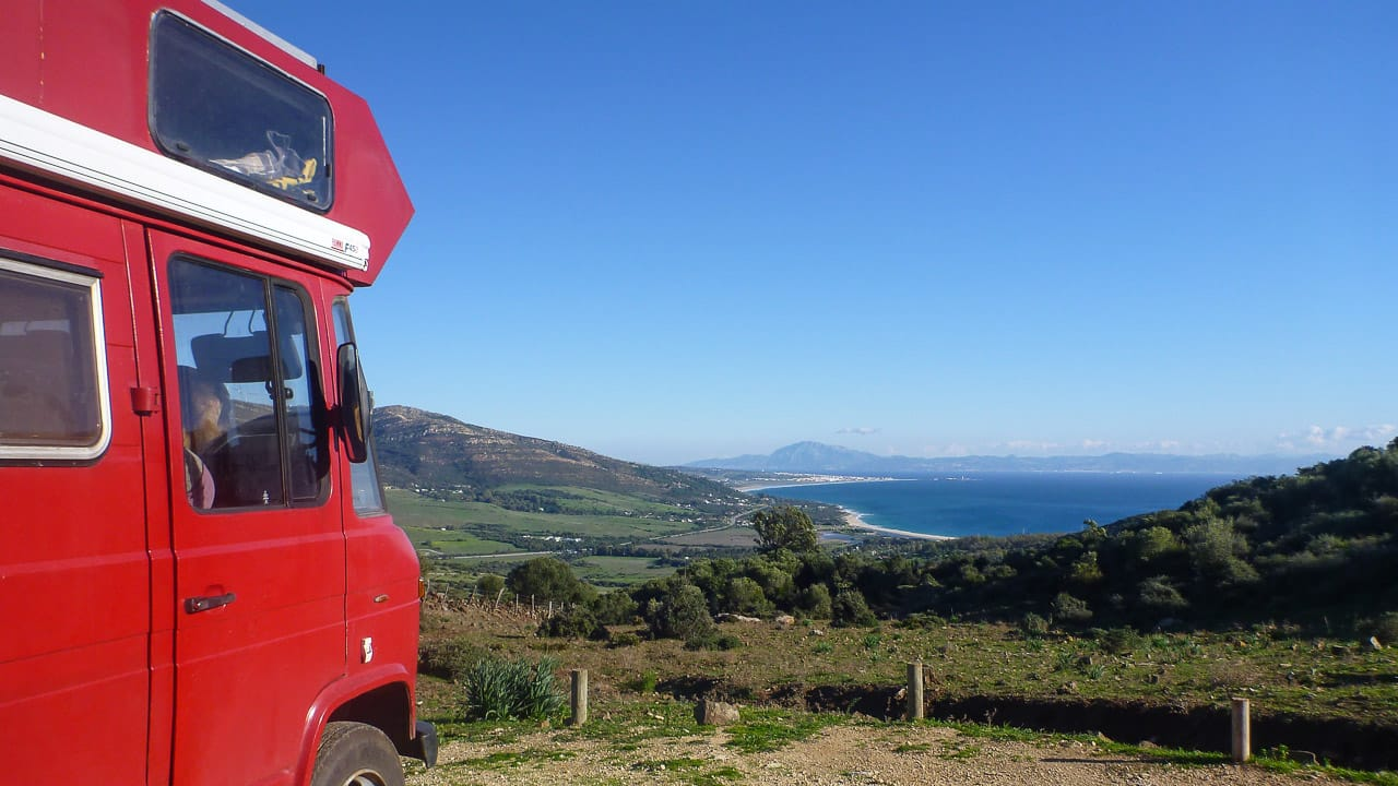 Tolle Aussicht mit einem Wohnmobil beim Camping in Spanien