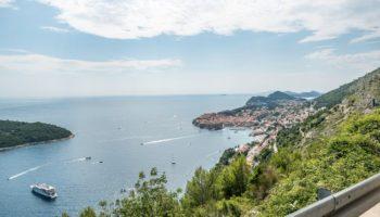 Tolle Aussichten auf eine Bucht und das Meer in Montenegro