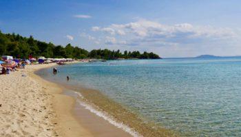 Das Camping Reiseziel Griechenland bietet viele Moeglichkeiten fuer Strandspaziergaenge