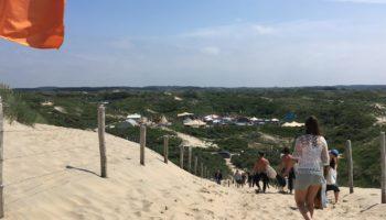 Ein Besuch am Strand und Meer gehoert beim Urlaub in den Niederlanden dazu