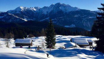 Blick auf die verschneite Landschaft in der Schweiz