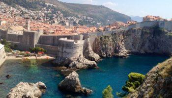 Blick auf alte Bauten in Kroatien einem tollen Camping Reiseziel