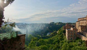 Aussicht auf die Bergwelt von Italien beim Wildcamping in Europa