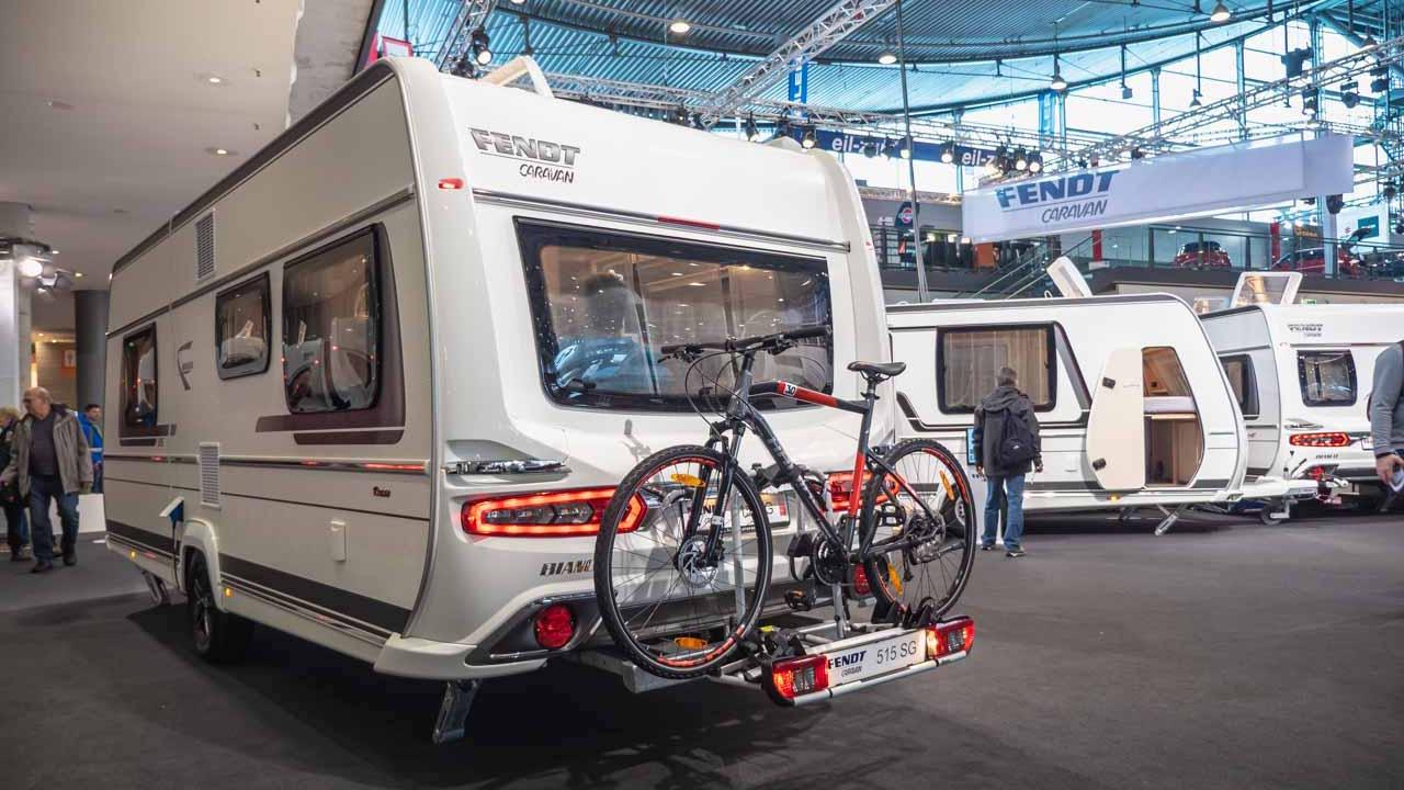 Messeneuheit: Sondermodell Fendt Bianco Rosso – Wohnwagen mit E-Bike-Träger