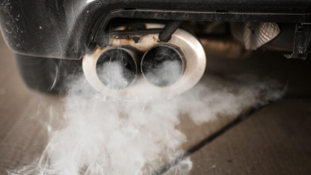 Auspuffgase zum Thema Diesel Fahrverbote fuer Wohnmobile
