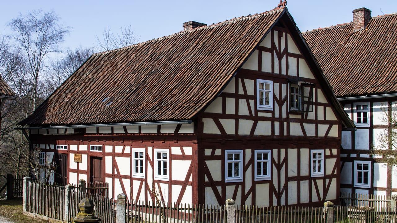 Ein Gebaeuder des Museumsdorfs in Rhoen