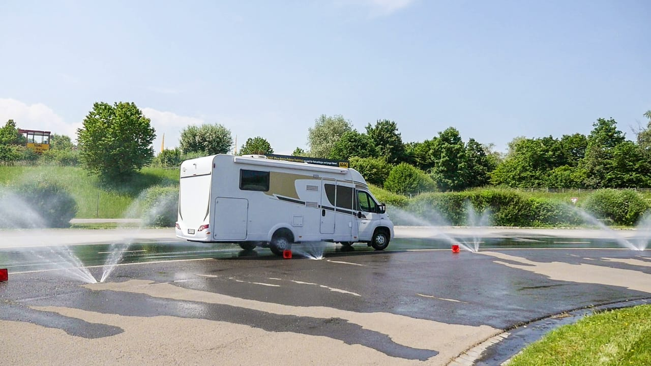 Fahrsicherheitstraining für Wohnmobile und Wohnwagen-Gespanne