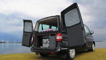Ausgebauter Camper mit einer KAUAI Campingbox