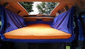 Bequeme Schlafmoeglichkeit mit der Campingbox von Autohimmelbett
