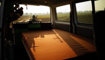 Schlafwiese im Camper mit dem Modul von Fluchtfahrzeug