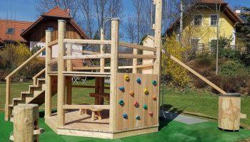 Spielplatz auf dem kinderfreundlichen Campingplatz Miniponyhof Wild