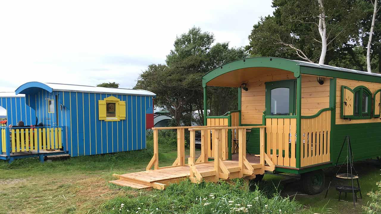 Die bunten Zauberwagen von Naturwagen & Lodges