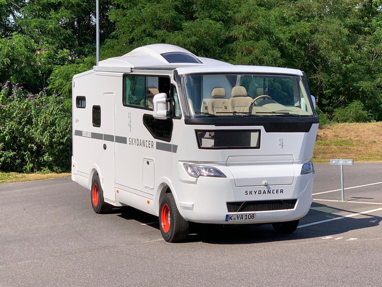 Cruisen und Campen ohne Verdeck – das Skydancer Apéro Cabrio-Wohnmobil