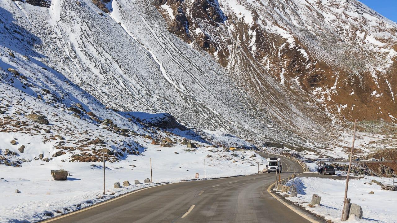 Verkehrsregeln Österreich: Geschwindigkeit, Warnwesten und Besonderheiten für Camper