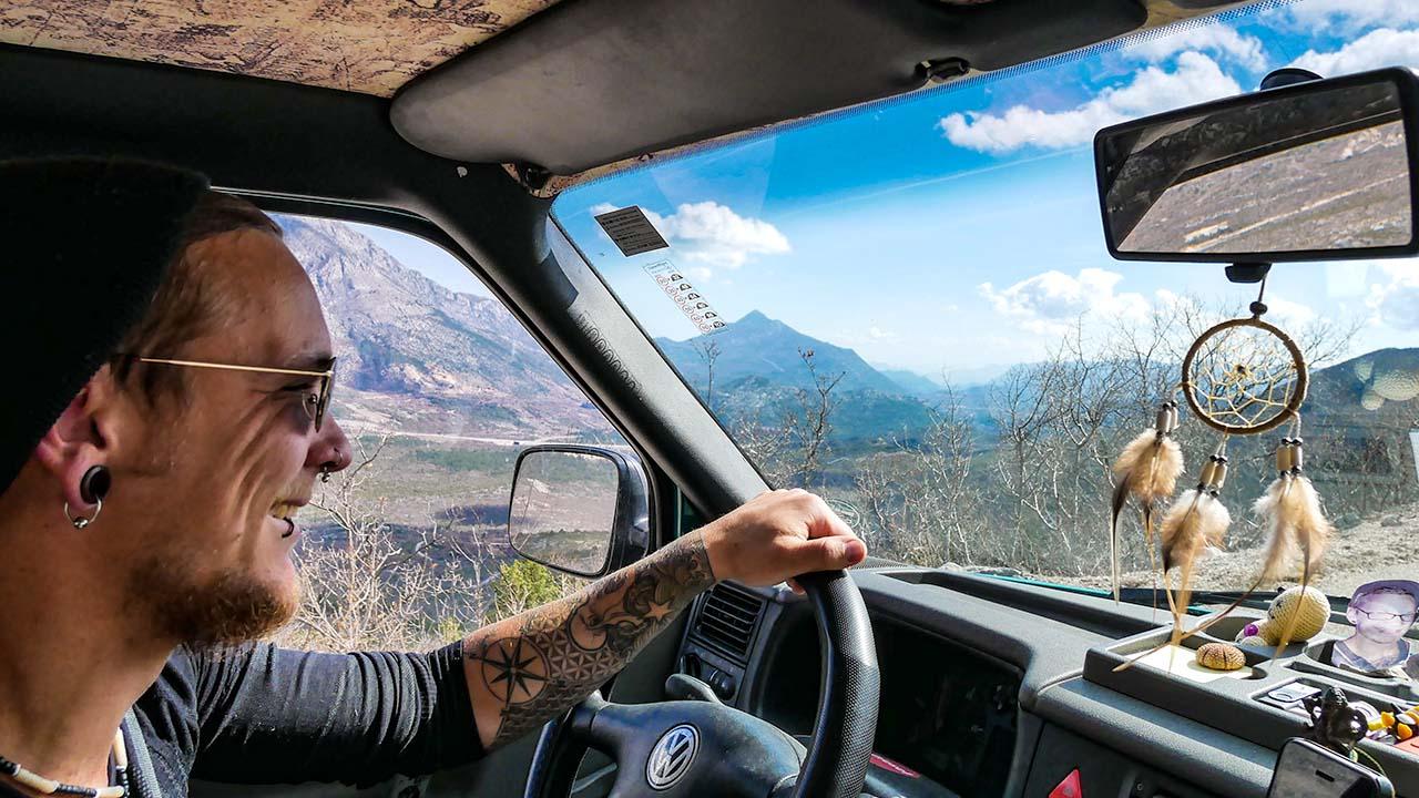 Tiefschnee in Italien und Glücksmomente in Norwegen: Mit dem Tuckerbus durch Europa, Teil 2