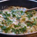 Zwei vegane Campinggerichte: Lauchgemüse und Sauerkrautsuppe