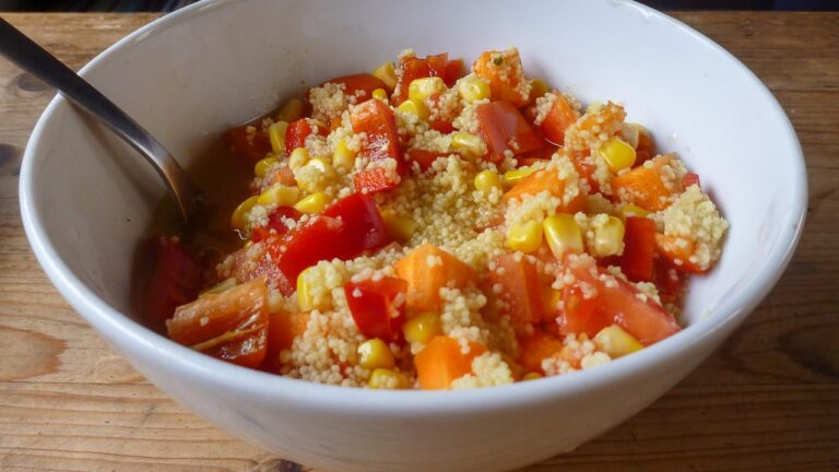 One-Pot-Campinggericht Couscous mit Gemüse